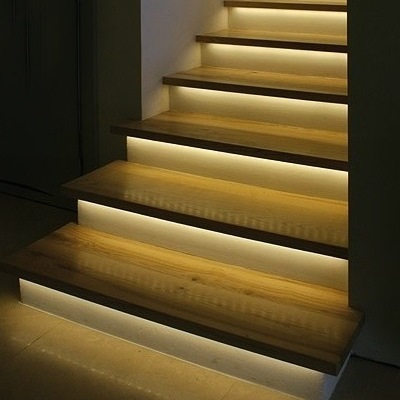 Автоматическая светодиодная подсветка лестницы