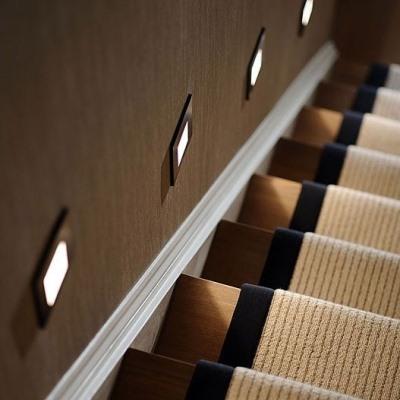 Автоматическая подсветка лестницы точечными светильниками
