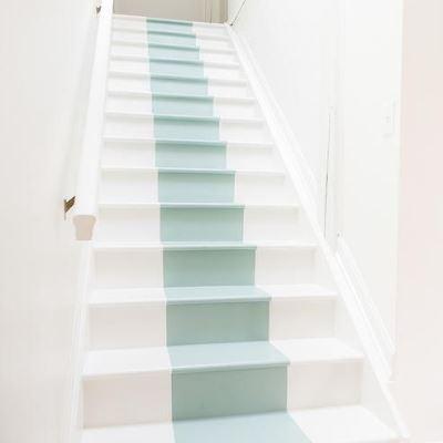 Декор лестницы в полоску