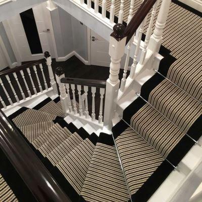 Декор лестницы ковровой дорожкой